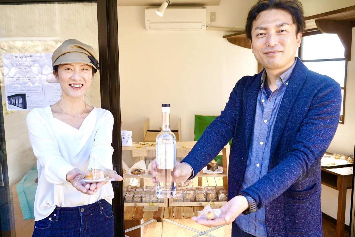 「湯けむり洋菓子店」を開店する永松さんと夫の孝二さん