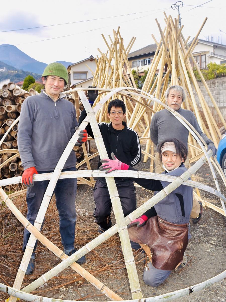来場を呼び掛ける竹工芸家ら