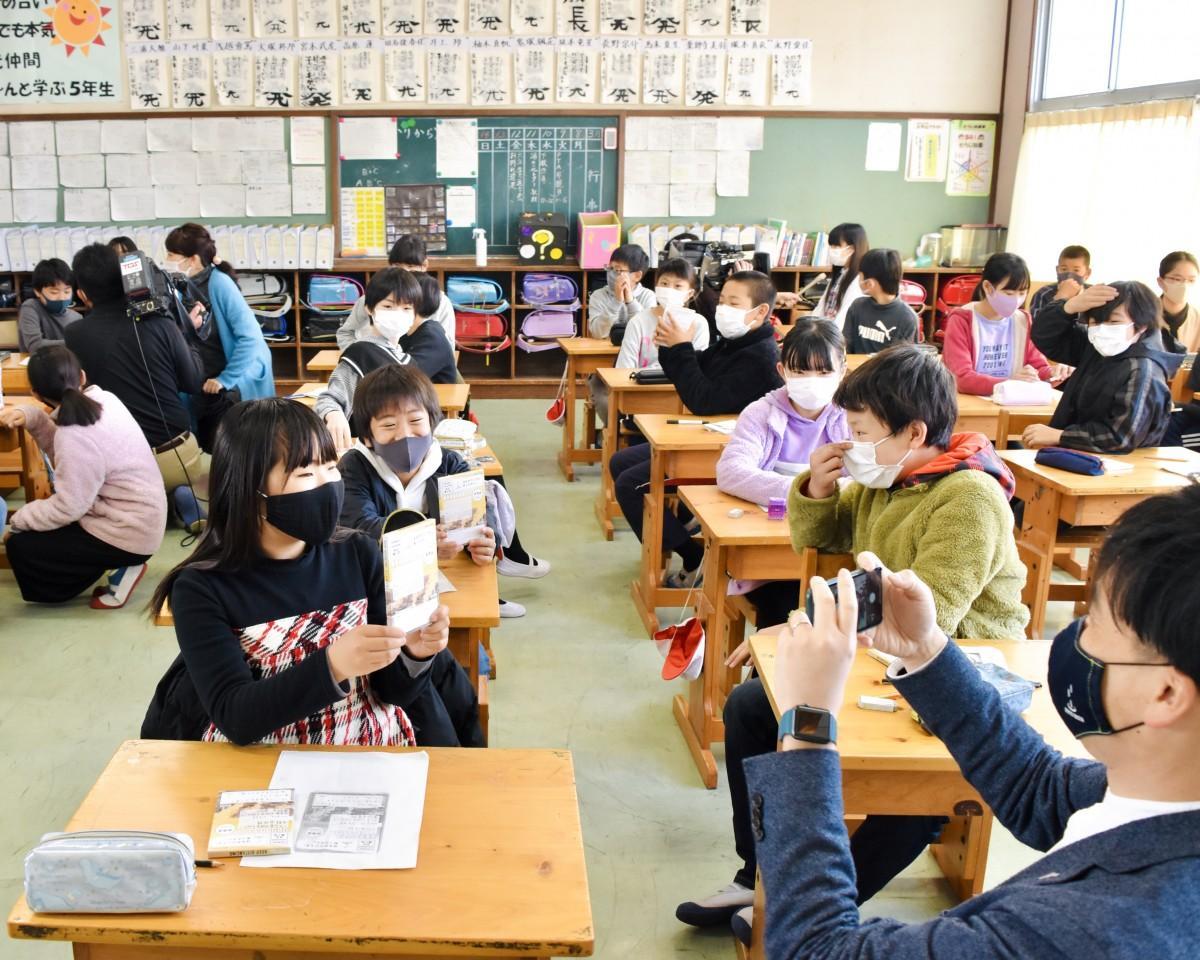 大平山小では授業で「湯の花レター」を活用