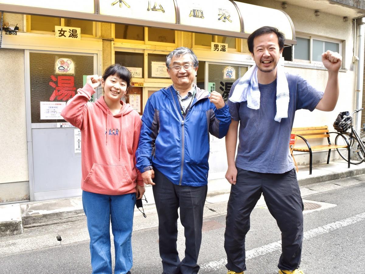 末広温泉組合の勝さん、安部さん、又吉さん(右から)