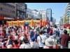 大分市の中央通りが「ホコ天」 好天の下、3万人がイベント満喫