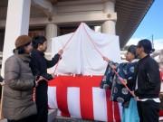 岡山神社で大絵馬をお披露目 来年は飛躍の年に