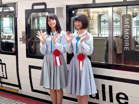 記念式典に出席したSTU48の瀧野由美子さん(左)、藤原あずささん