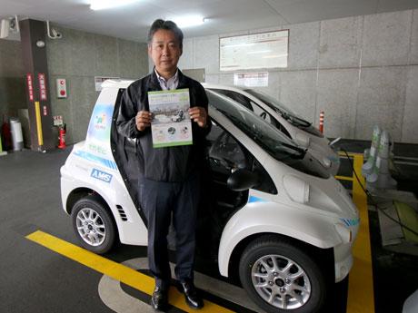 同市都市整備交通政策課の今井洋孫(ひろひこ)さんとオカモビ