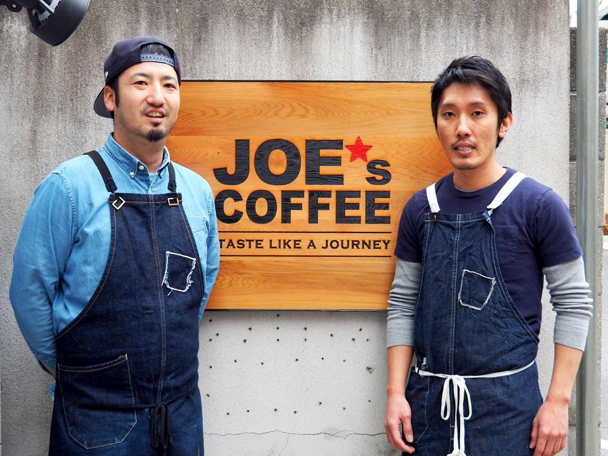 店頭に立つ津阪潤史さん(左)と小川裕人さん
