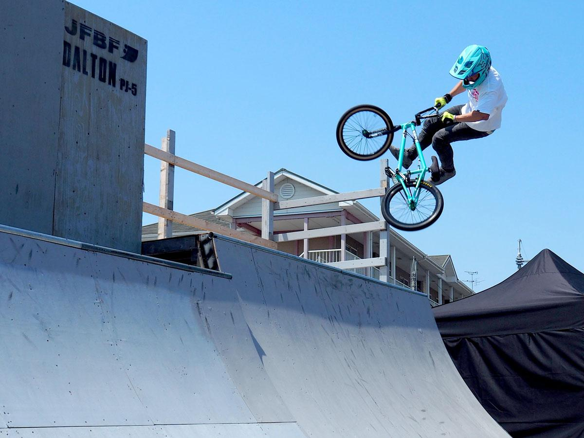 BMXフリースタイル・パーク、ジャンプ練習の様子