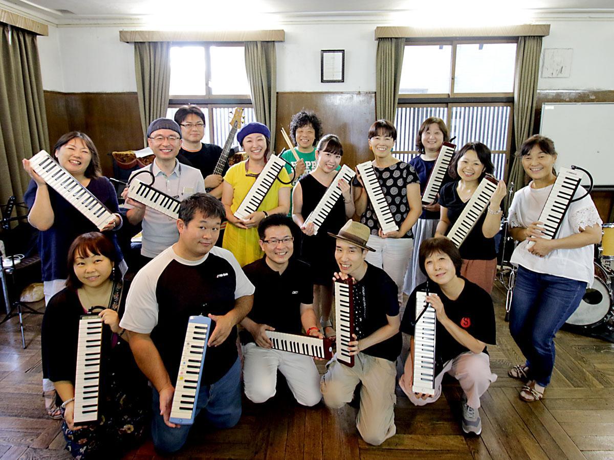 鍵盤ハーモニカオーケストラ「ソラノオトOKAYAMA」と妹尾美穂さん