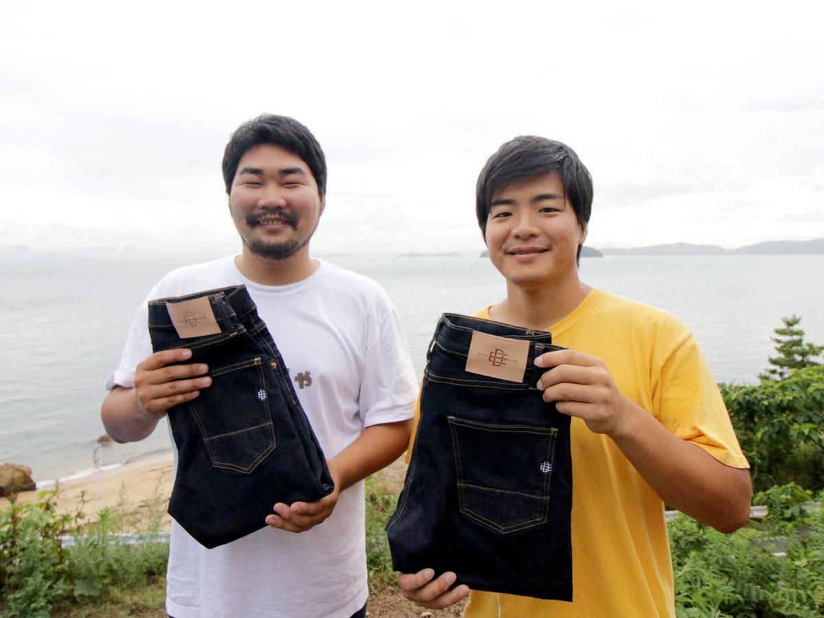 「エブリデニム」共同代表の島田舜介さん(左)とスタッフの池上慶行さん