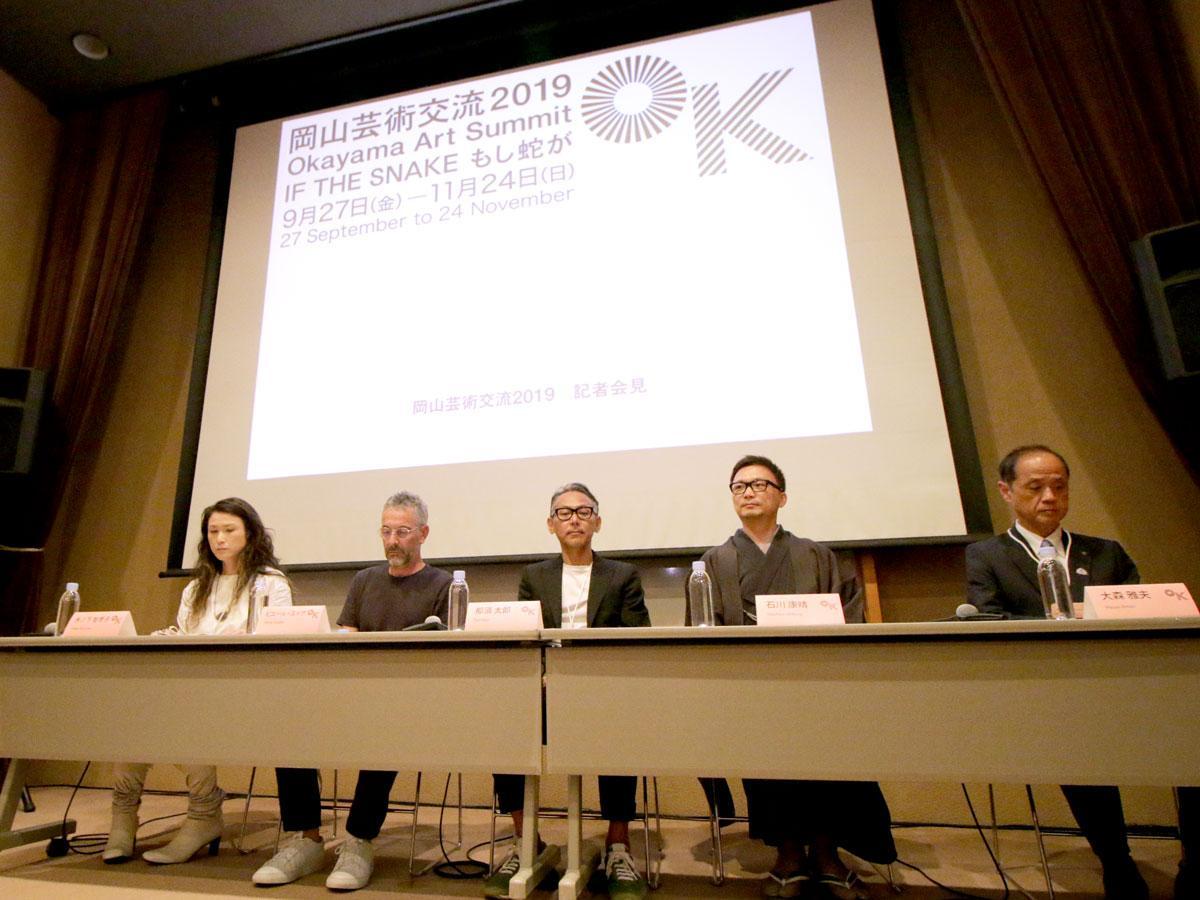 右から大森雅夫岡山市長、石川康晴さん、那須太郎さん、ピエール・ユイグさん、木ノ下智恵子さん