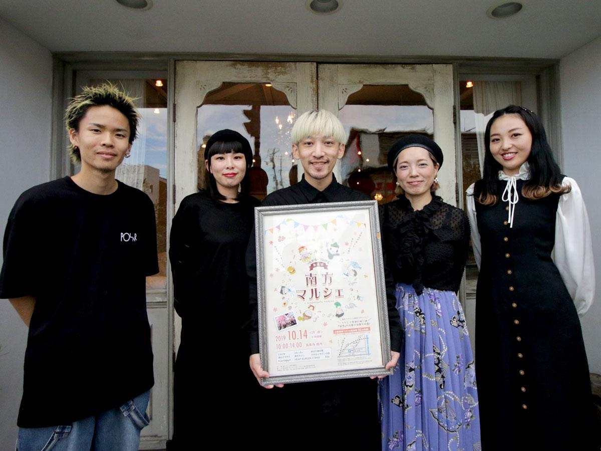 美容室「Rilie(リリー)」の石村亮馬さんとスタッフ