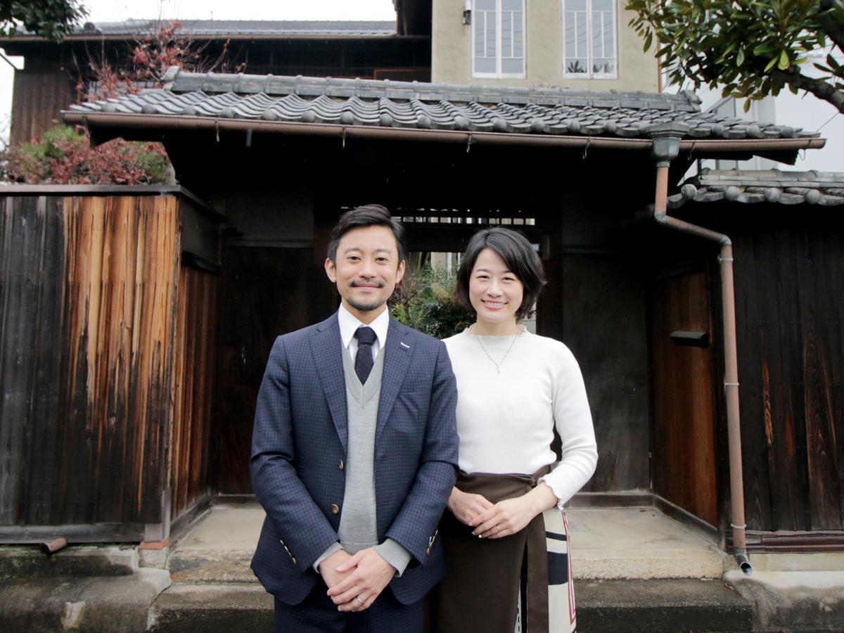 4月オープン予定の「紬屋旅館」の武田悠佑さんと小倉恵美さん