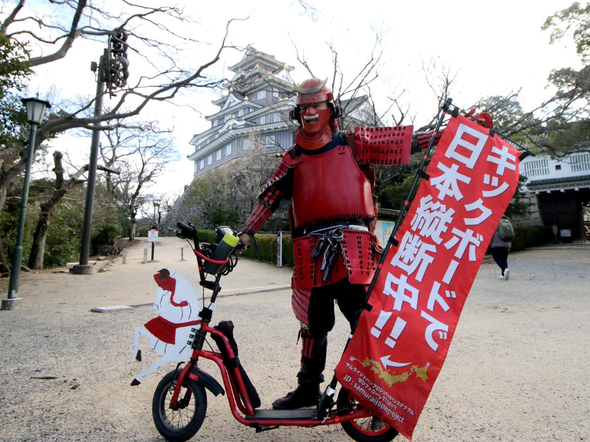 キックスケーターで岡山城に到達したサムライジャパンプロジェクト