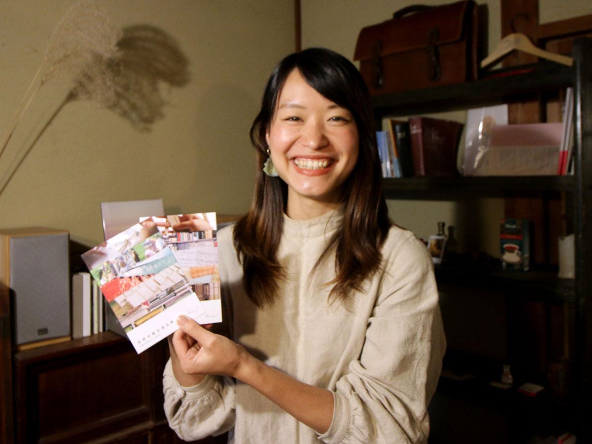 「世界の紙を巡る旅」展を開く浪江由唯さん