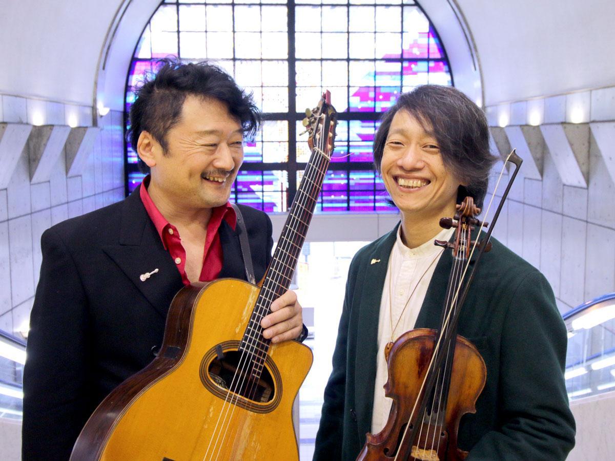 岡山シンフォニーホールで結成20周年記念コンサート「MORE」を行う「ジュスカ・グランペール」の高井博章さんとひろせまことさん