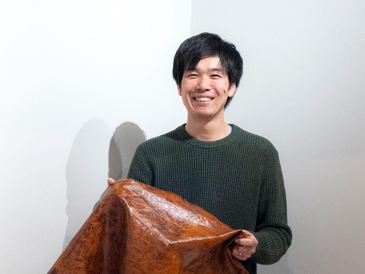 美作市上山の鹿革ブランド「Tsunag.」代表の梅谷真慈さん