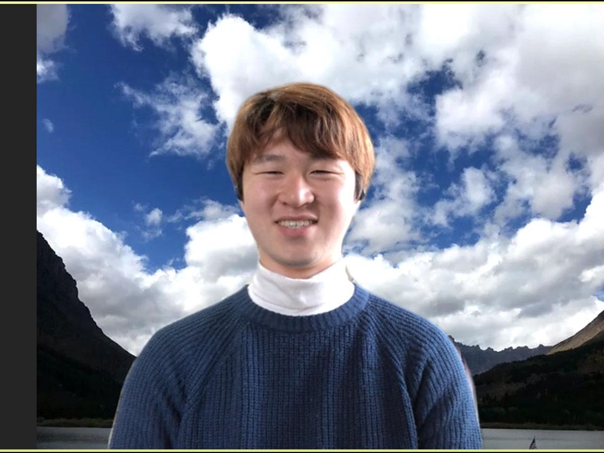 岡山県内の17大学を対象にしたオンライン授業の実態のリサーチ結果」を発表している末永光さん