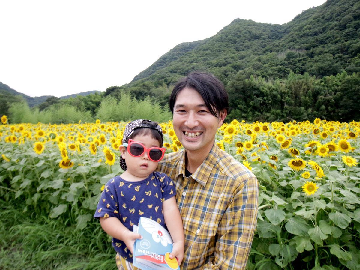 ヒマワリを植えた黄ニラ農家の山本浩貴さん