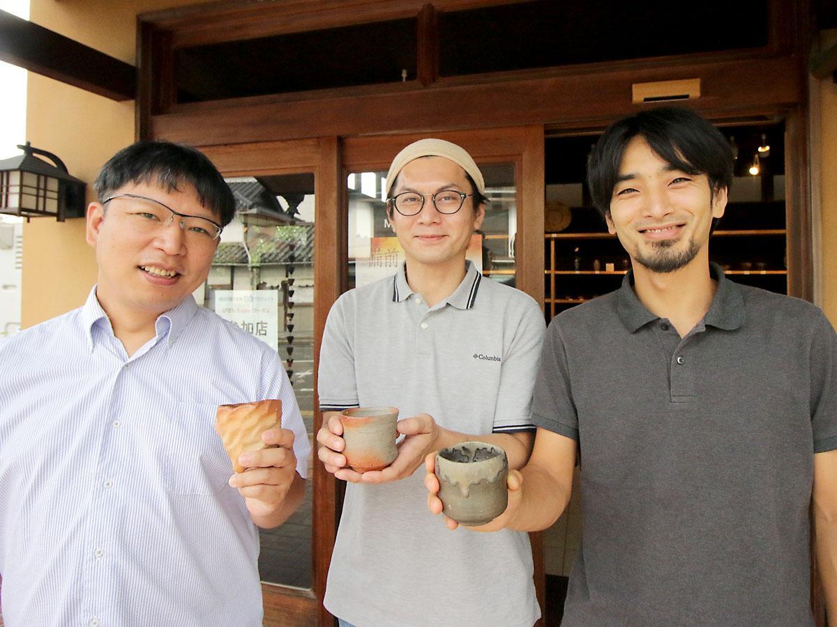 (左から)「BIZENギャラリーKai」の森大雅さん、藤田祥さん、馬場隆志さん