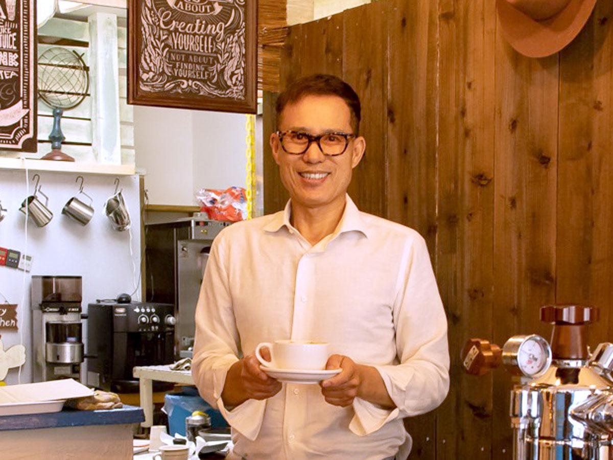 「LOGI cafe」店主・安本孝さん