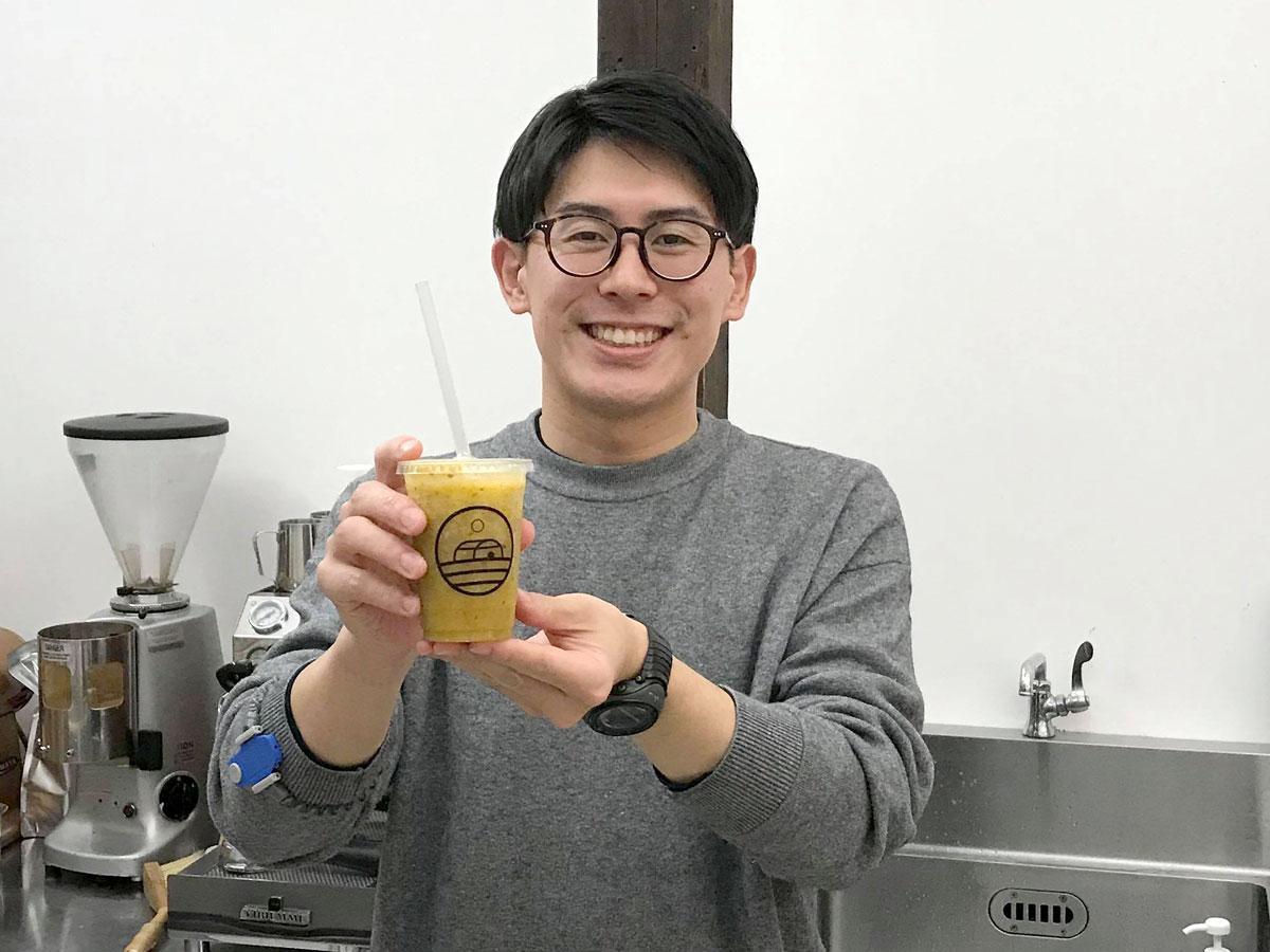 スムージー店「more fruits」店主の橘将太さん