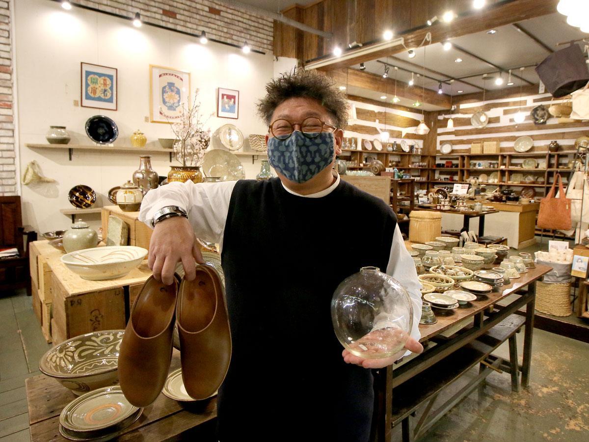 「くらしのギャラリー」の店主・仁科聡さん