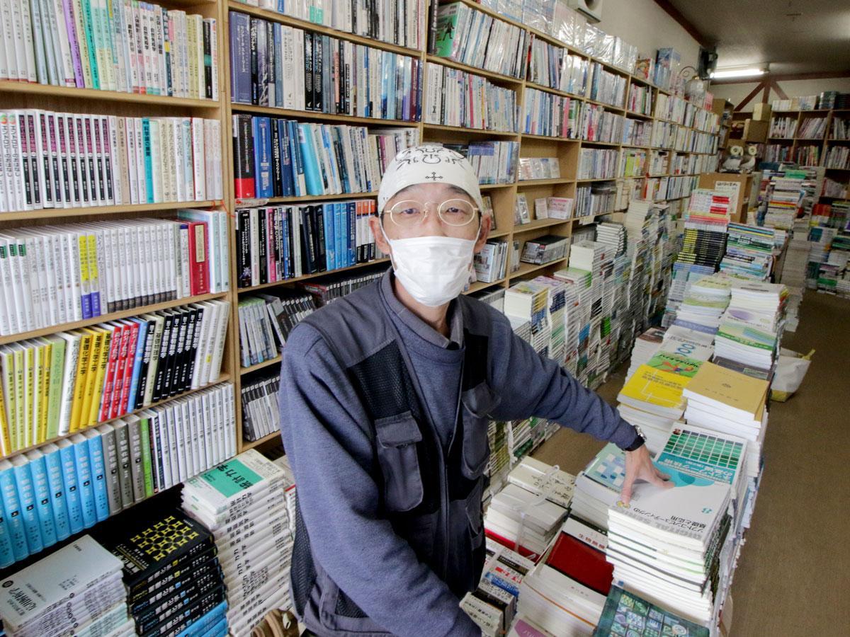 古書店「本や」店主の引野悟史さん
