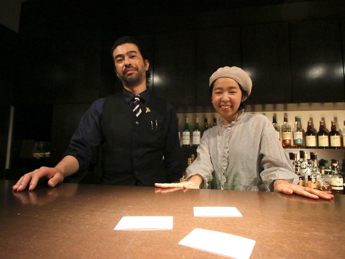 「詩のソムリエ」の渡邊めぐみさんとバーコントワールの園田浩也さん