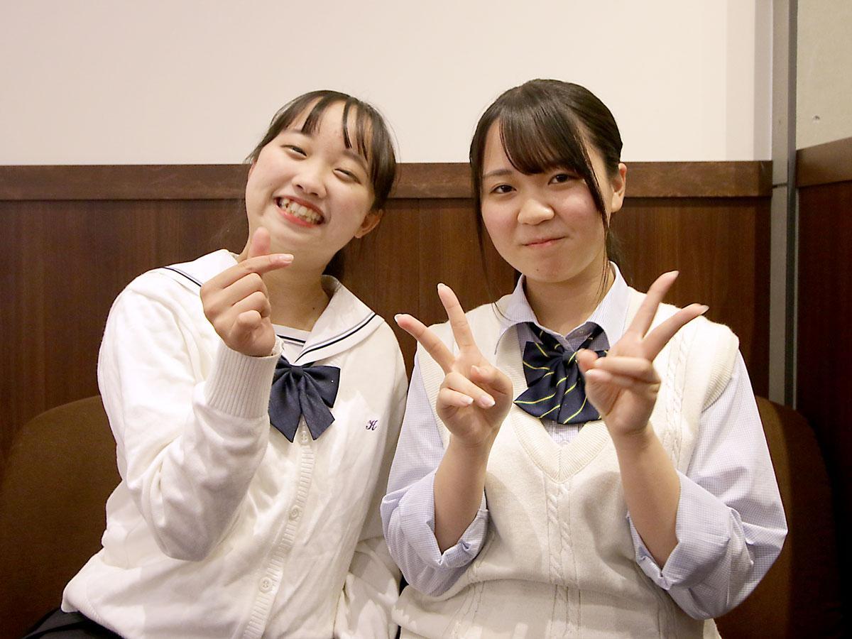 高校生ガールズバンド「Utakata3&1」のボーカル・青木ありあさんとドラマーのKANONさん
