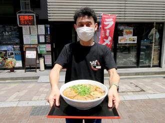 岡山のライブハウスにジャンボラーメン 麺は3玉、自家製のチャーシューとメンマ入りで