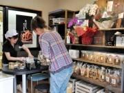 岡崎のかりんとう工場に直売店併設-「できたてかりんとう」販売へ