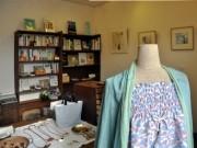 岡崎に本と雑貨の店-整体院に併設して開業、バッグ・アクセ・文具も扱う