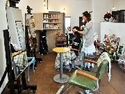 岡崎・上和田に美容院「キートス」-店主好みのアンティーク調の雰囲気に
