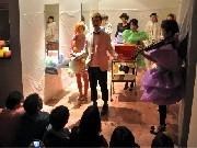 美容師が自作自演パフォーマンス-岡崎のヘアサロン移転1周年で
