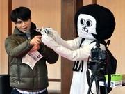 岡崎で「オカザえもん」PV公開撮影-公約のスカイダイビングを映像で実現