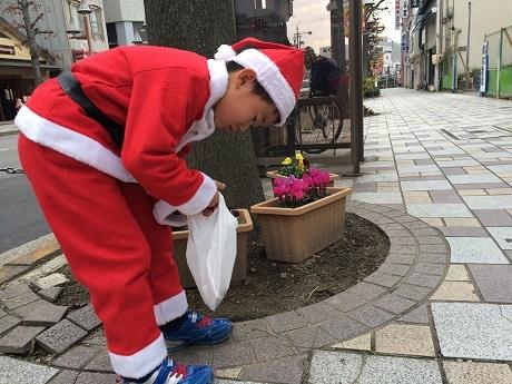 岡崎・康生でクリスマスプロジェクト ゴミを拾ってきれいな街にサンタを
