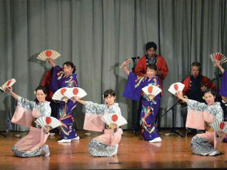 産業文化祭ステージ(2015年)の様子(写真提供=海士町)