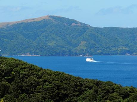 島前3島の内海を航行する隠岐汽船・フェリーしらしま