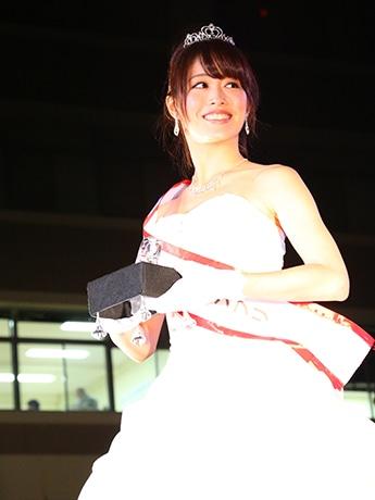 ミス埼大グランプリに輝いた加藤里佳子さんのウエディングドレス姿
