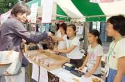 子ども大学SAITAMAの小学生がオープンカフェでおもてなし カーフリーデーで