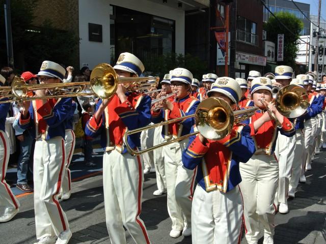 街のあちこちで盛り上がる大宮アートフルゆめまつりの「パレード」(写真=昨年の様子)