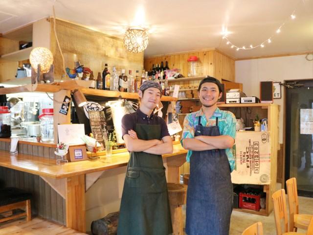 さいたま市中央区の「カフェカンタービレ」の店長小浦さんと齊藤さん