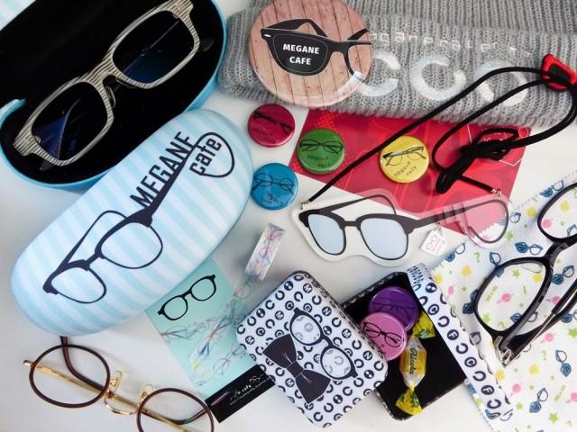 「テラスメガネcafe」ではオリジナル眼鏡グッズの販売も