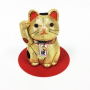 さいたま・岩槻の人形工房が「木目込開運招き猫」販売へ