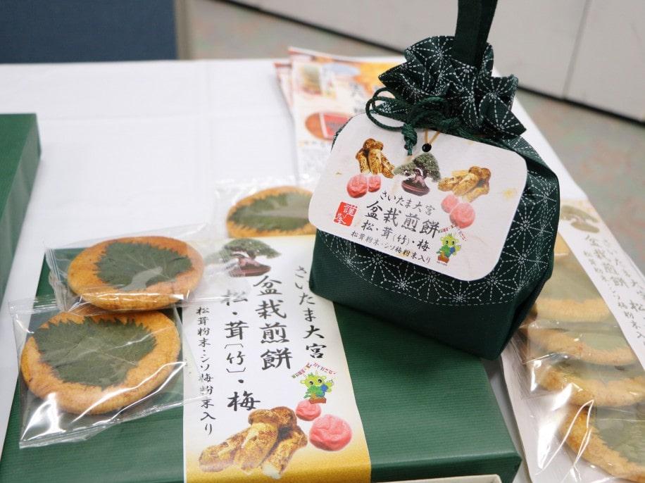 盆栽をイメージしたパッケージの「盆栽煎餅」