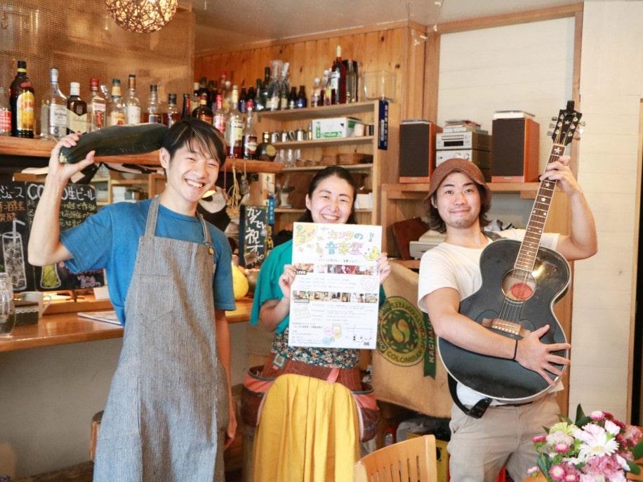 カフェ カンタービレの小浦さんと路地裏マーケットのスタッフ