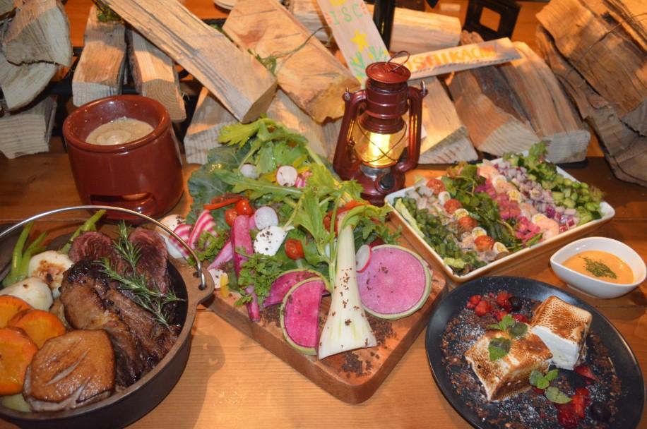 ダッチオーブンを使った肉料理や野菜のメニュー