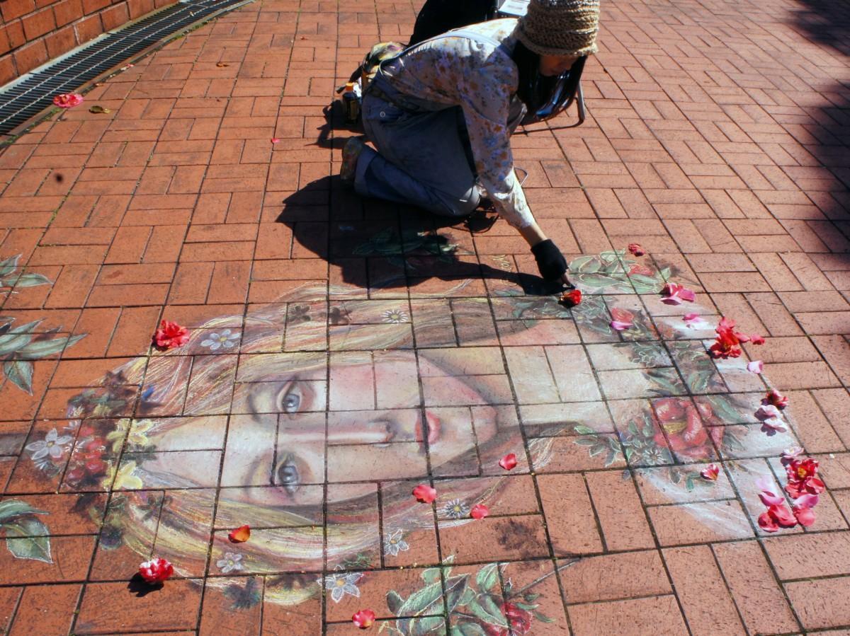 地上に描かれる芸術チョークアート