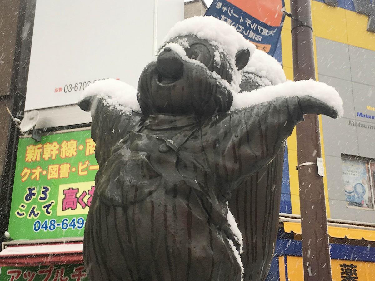 大宮駅東口の「こりすのトトちゃん」も雪化粧