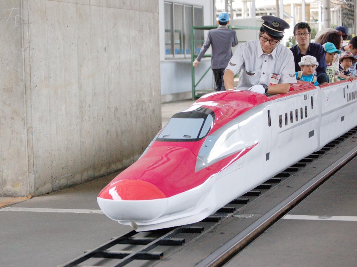 子どもたちに人気のミニ新幹線