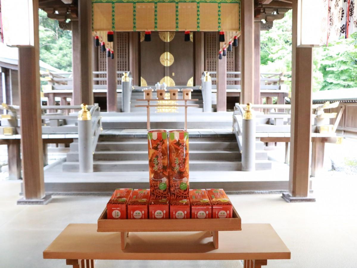 氷川神社で献上された大宮ナポリタンフライドパスタスナック